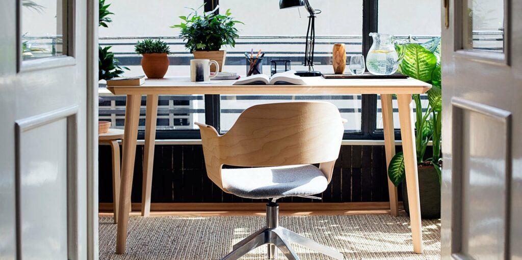 โต๊ะข้างเป็นสิ่งจำเป็น